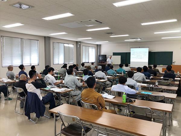 建設業 学科講習会の様子